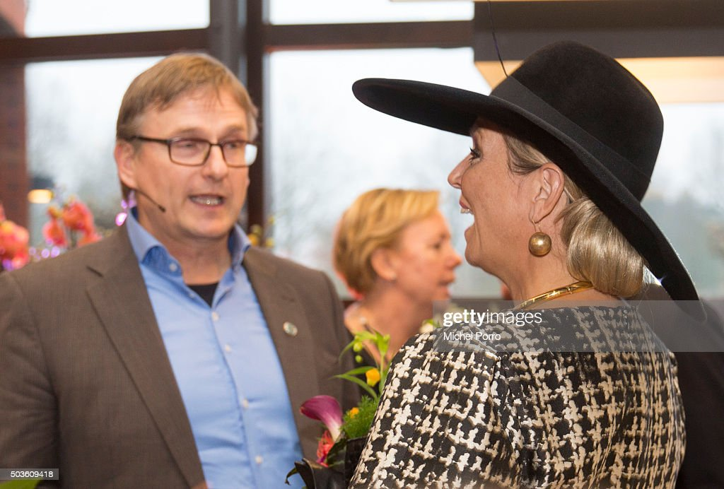 Queen Maxima of The Netherlands talks with winner Toon Ebben of Ebben Trees after the award ceremony for the Tuinbouw Ondernemersprijs 2016 (Agriculture Entrepreneur Prize) at the Keukenhof flower show on January 6, 2015 in Lisse, Netherlands.