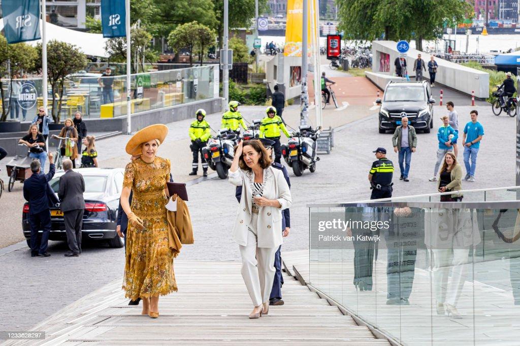 Queen Maxima Of The Netherlands Visits EYE Amsterdam : Nieuwsfoto's