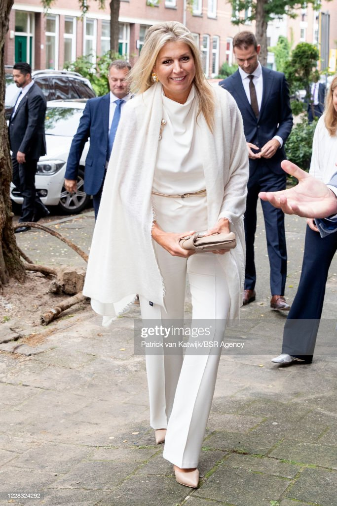Queen Maxima Of The Netherlands Visits Thuis West Rotterdam : Foto di attualità