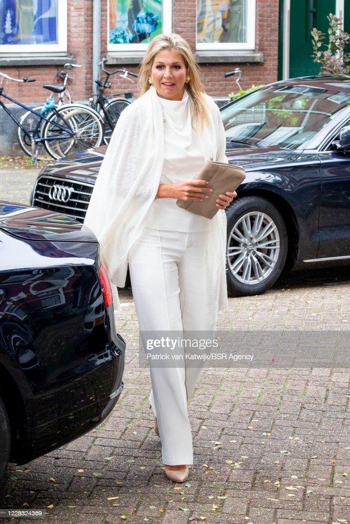Queen Maxima Of The Netherlands Visits Thuis West Rotterdam : Foto di attualità