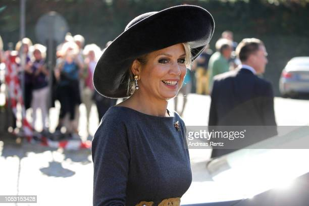 Queen Maxima of The Netherlands waves to the crowds upon her arrival for a boat trip on the river Rhine on October 10 2018 in Oberwesel Germany King...