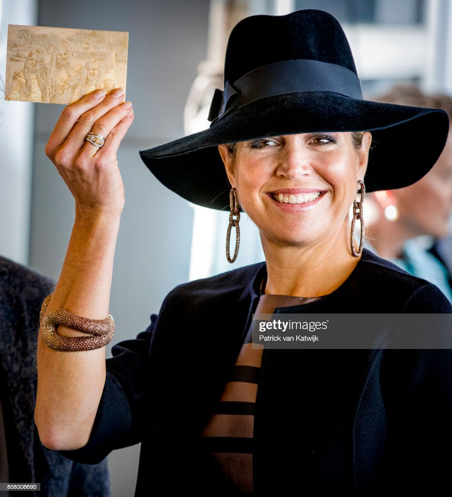 Queen Maxima of The Netherlands, with a 3D picture of her daughters during her visit to the 5th Teachers' Congress on October 5, 2017 in Amersfoort, Netherlands. The conference, organized by the Education Cooperative, takes place at ROC Middenland.