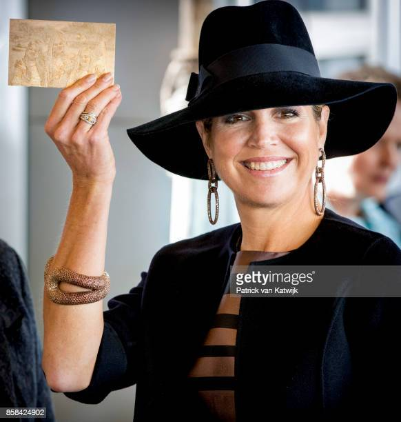 Queen Maxima of The Netherlands with a 3d picture of her daughters visits 5th Teacher's Congress the on October 5 2017 in Amersfoort Netherlands The...
