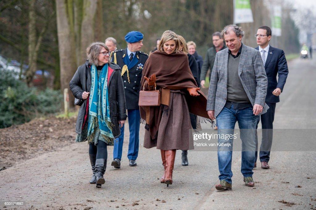 Queen Maxima Of The Nederlands Visits Windmill Park Nijmegen-Betuwe : Nachrichtenfoto