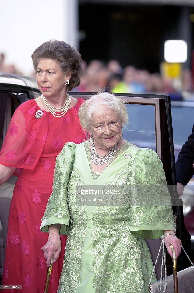 Queen Mother And Princess Margaret : News Photo