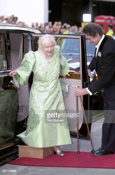 Queen Mother At Covent Garden Opera House On The Evening Of Her 100th Birthday To Watch The Kirov Ballet Her Butler Billy Tallon Helps Her