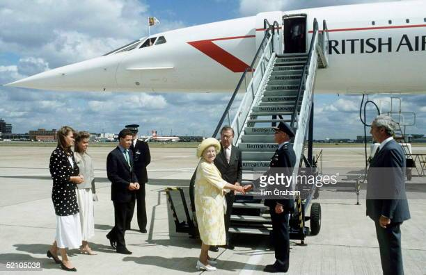 Queen Mother Boarding Concorde With Viscount Linley And Lady Sarah Armstrong-jones.
