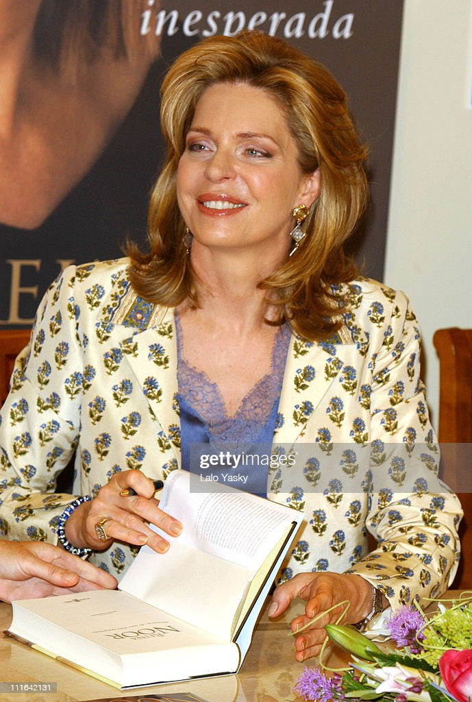 "Queen Noor of Jordan Signs her Autobiography Book ""Memories of an Unexpected"