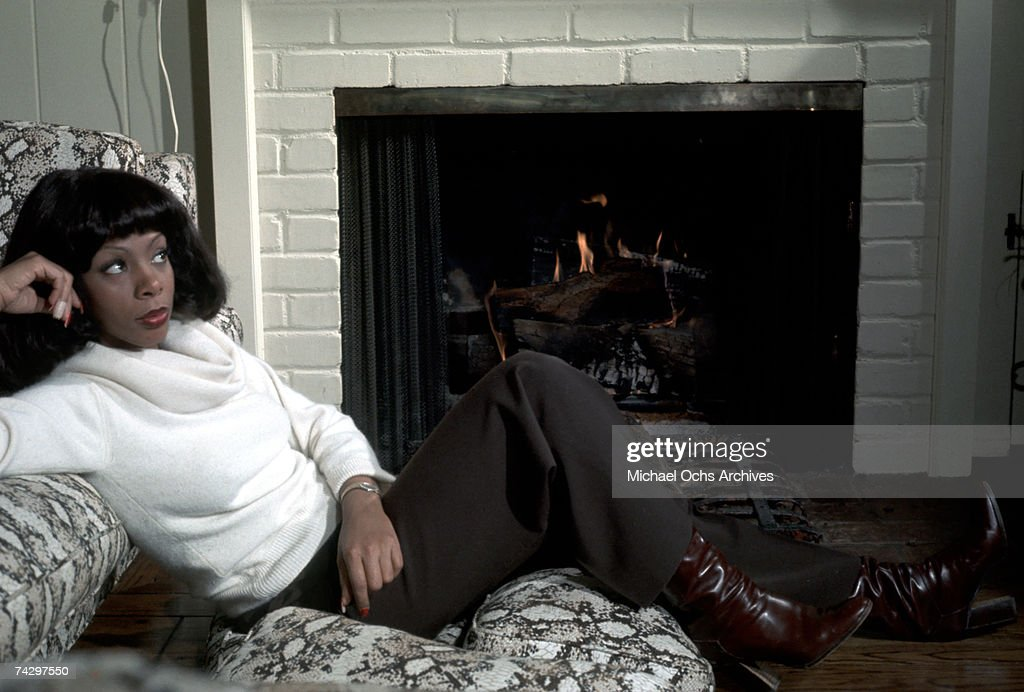 Queen of Disco Donna Summer poses during a portrait session at her home in December 1976 in Los Angeles, California.