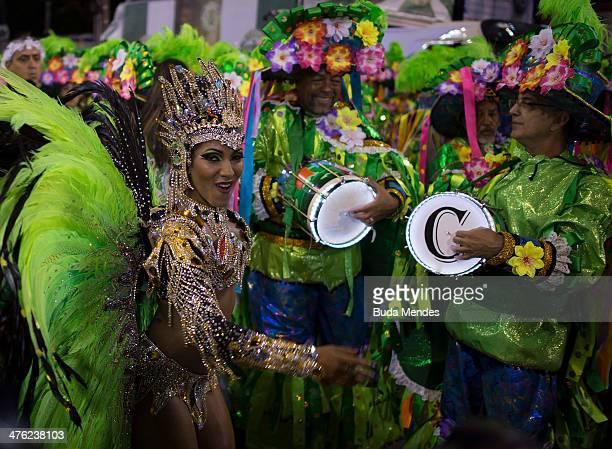 Queen of Percussion Laynara Teles of Imperio da Tijuca Samba School celebrates during the 2014 Brazilian Carnival at Sapucai Sambadrome on March 02...