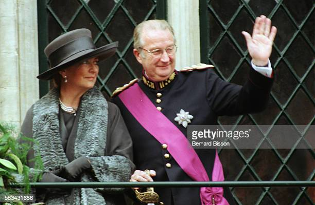 Queen Paola and King Albert II in front of the Town Hall