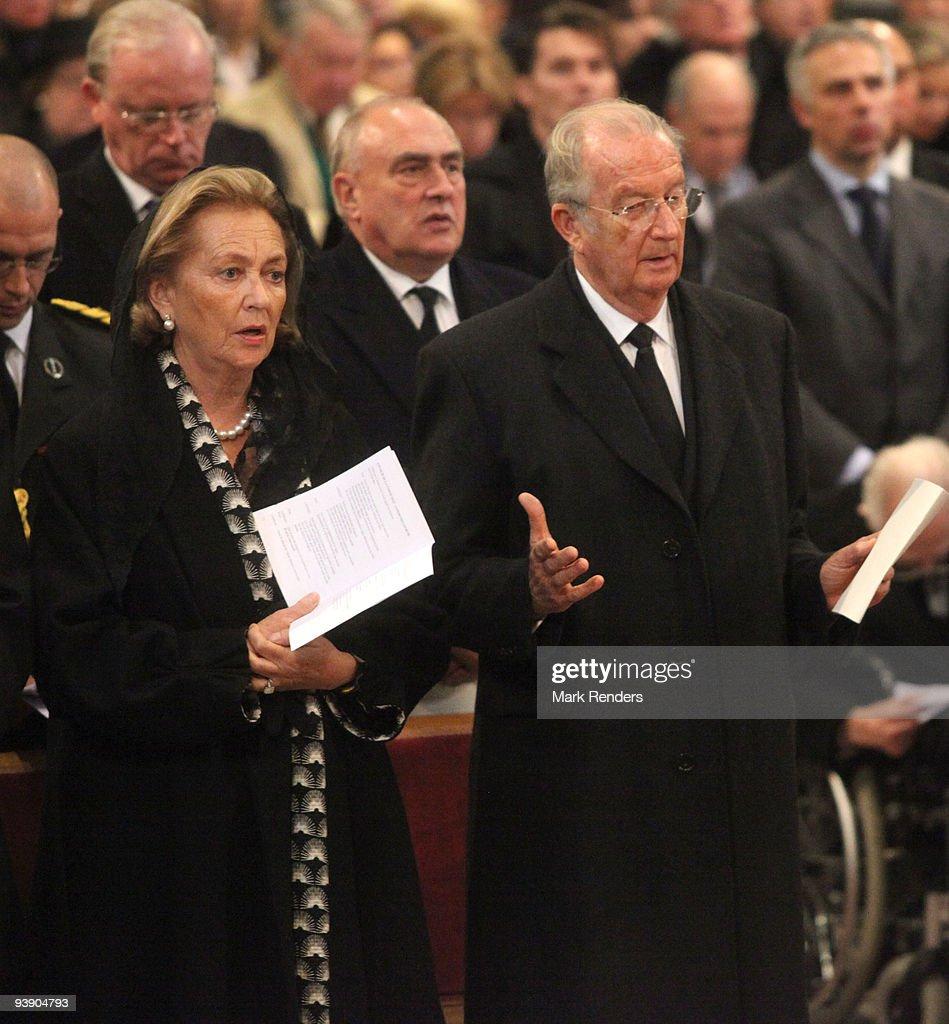 Queen Paola and King Albert of Belgium attend the funeral of Prince Alexandre of Belgium at Eglise Notre-Dame de Laeken on December 4, 2009 in Laeken, Belgium.