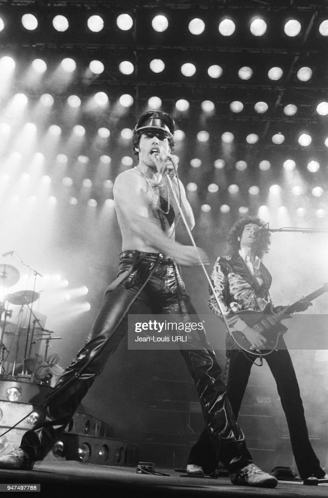 1979: Queen performs in Paris : News Photo