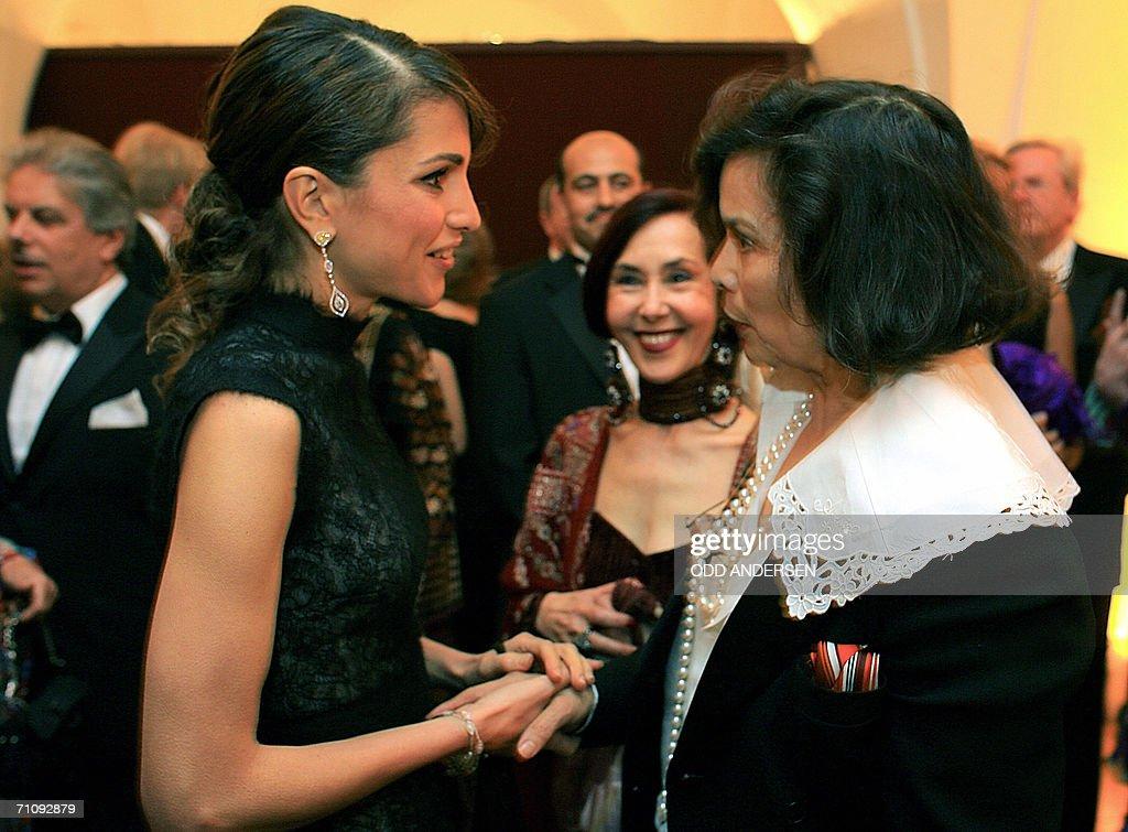 nowy styl oficjalne zdjęcia nowy przyjazd Queen Rania Al-Abdullah of Jordan greets campaigner Bianca ...