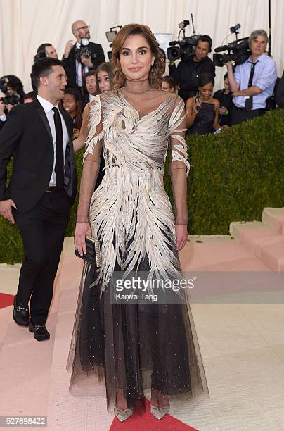 "Queen Rania of Jordan arrives for the ""Manus x Machina: Fashion In An Age Of Technology"" Costume Institute Gala at Metropolitan Museum of Art on May..."