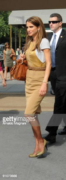 Queen Rania of Jordan leaves Harry Cipriani Restaurant on Fifth Avenue September 23 2009 in New York City