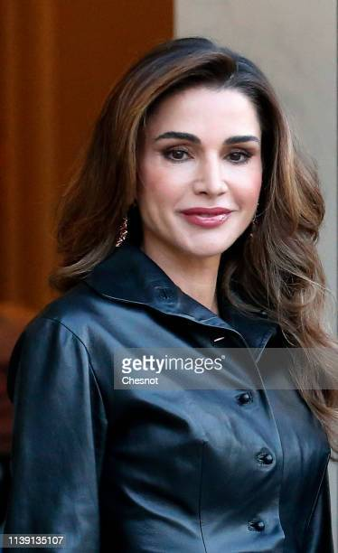 Queen Rania of Jordan pose prior to a meeting with French President Emmanuel Macron and his wife Brigitte at the Elysee Presidential Palace on March...