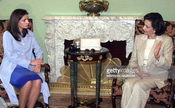 Queen Rania of Jordan sits with Suzanne Mubarak, wife of Egyptian President Hosni Mubarak, in Cairo 16 April 2000. Queen Rania is escorting her...