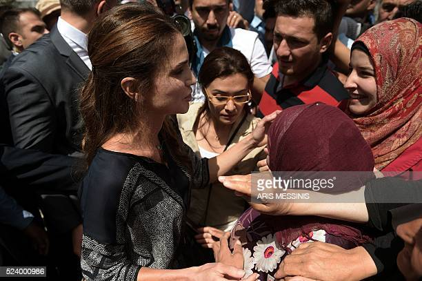 Queen Rania of Jordan speaks with refugees as she visits the refugee camp of Kara Tepe in Mytilene on April 25 2016 / AFP / ARIS MESSINIS