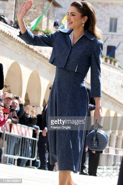 Queen Rania of Jordan waves as she arrives at the Basilica of St Francis of Assisi on March 29, 2019 in Assisi, Italy. King Abdullah II and Queen...