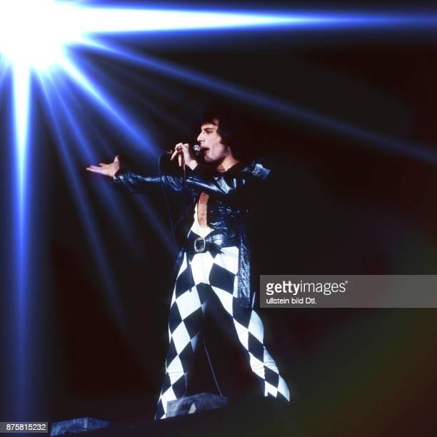 Queen rock band UK Freddie Mercury on stage Deutschlandhalle Berlin