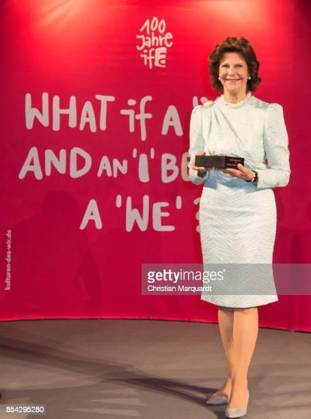Queen Silvia is awarded the Theodor Wanner Award during the Theodor Wanner Award 2017 on September 26 2017 in Berlin Germany Queen Silvia of Sweden...