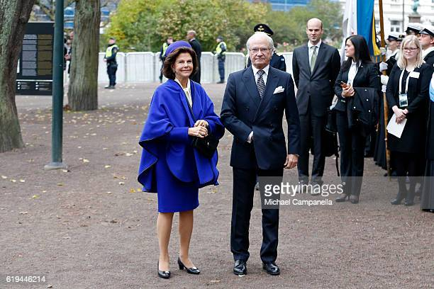 Queen Silvia of Sweden and King Carl XVI Gustaf of Sweden arrive prior to Pope Francis at Kungshuset on October 31 2016 in Lund Sweden The Pope is on...