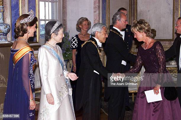 Queen Silvia of Sweden Empress Michiko Emperor Akihito of Japan and King Carl XVI Gustaf of Sweden take part in the receiving line prior to the state...