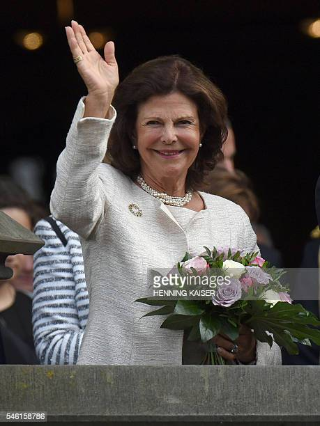 Queen Silvia of Sweden is pictured during a welcoming ceremony on July 11 2016 at the townhall in Aachen / AFP / dpa / Henning Kaiser / Germany OUT