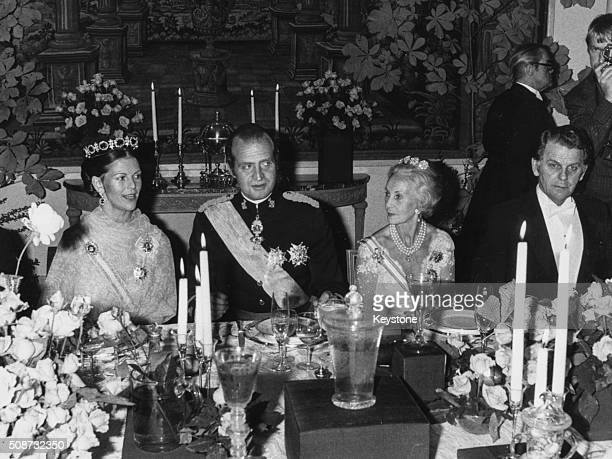 Queen Silvia of Sweden , King Juan Carlos of Spain, Princess Lilian of Sweden and Swedish Prime Minister Thorbjorn Falldin at a banquet in the...