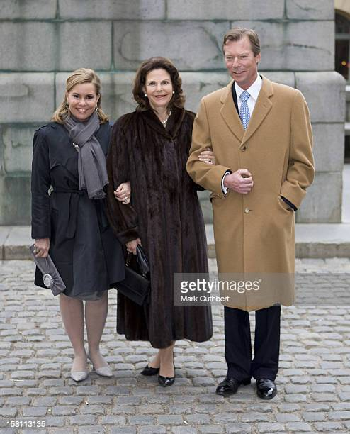 Queen Silvia Of Sweden Shows Grand Duke Henri Of Luxembourg And Grand Duchess Maria Theresa Of Luxembourg The Old Town In Stockholm Sweden During The...