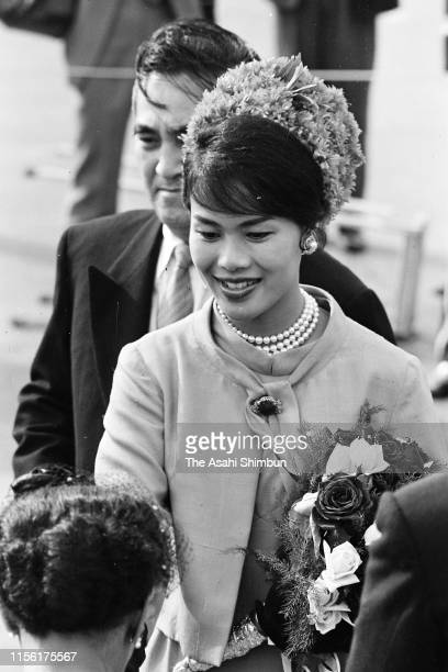 Queen Sirikit of Thailand is seen on arrival at Haneda Airport on May 27, 1963 in Tokyo, Japan.