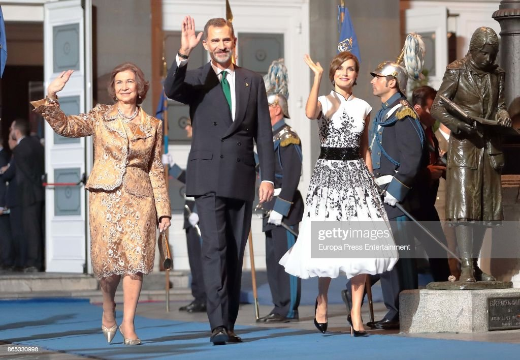 Queen Sofía of Spain, King Felipe VI of Spain and Queen Letizia of Spain attend the Princesa de Asturias Awards 2017 ceremony at the Campoamor Theater on October 20, 2017 in Oviedo, Spain.