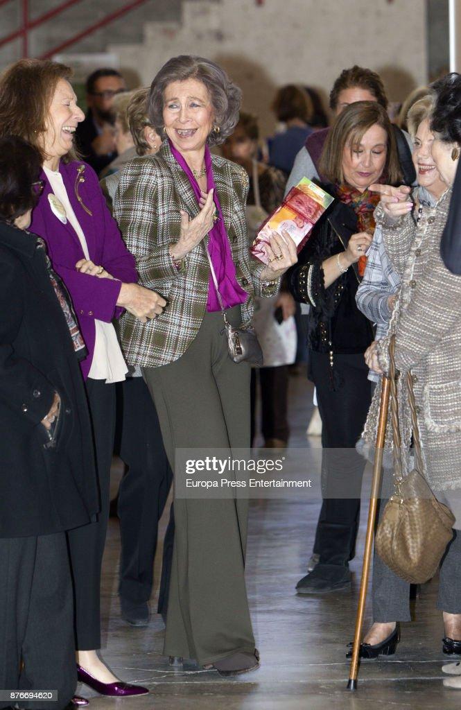 Queen Sofia (C) attends the charity market 'Rastrillo Nuevo Futuro' on November 20, 2017 in Madrid, Spain.