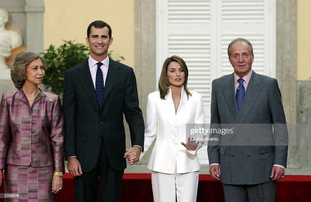 Queen Sofia, Crown Prince Felipe, Letizia Ortiz and King Juan Carlos : ニュース写真