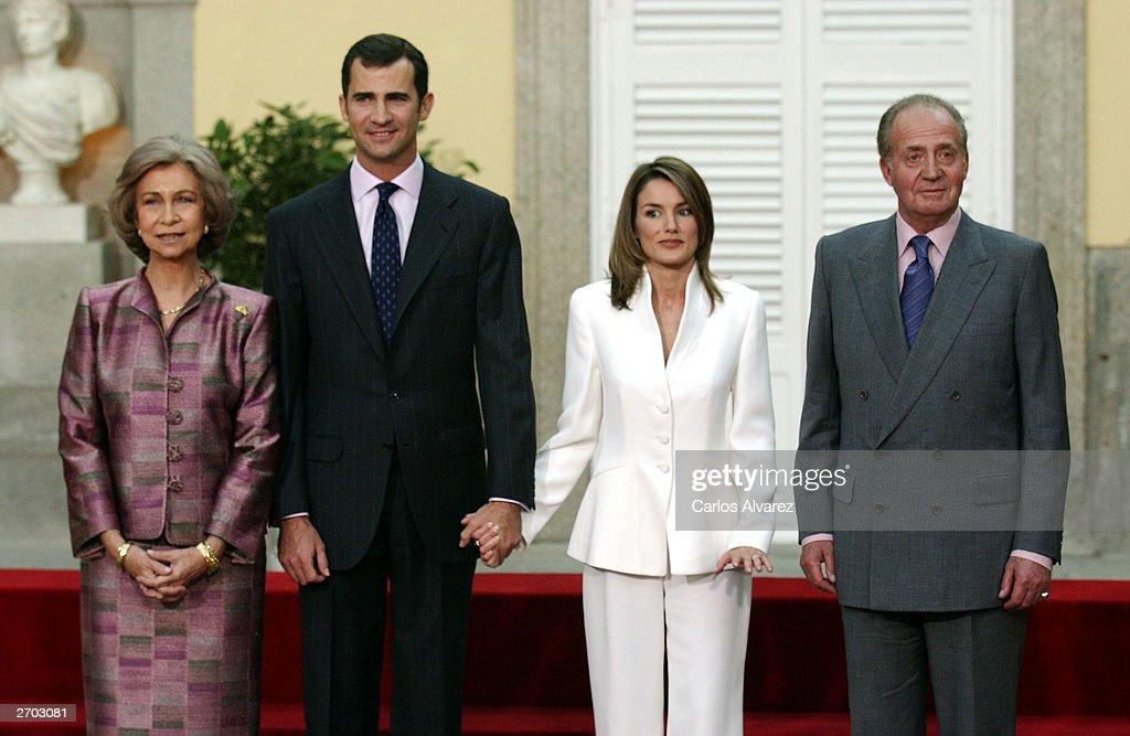 Queen Sofia, Crown Prince Felipe, Letizia Ortiz and King Juan Carlos : News Photo