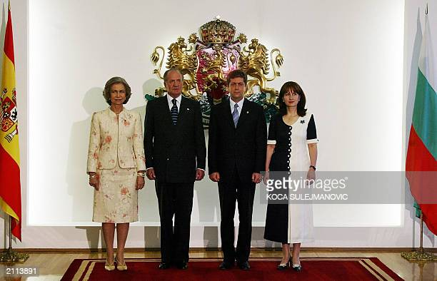 Queen Sofia King Juan Carlos of Spain Bulgarian President Georgi Parvanov and his wife Zorka Parvanova pose for photograph in Presidental building in...