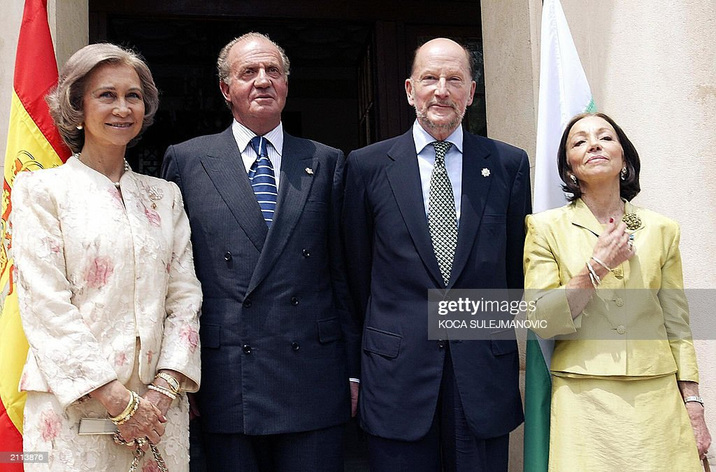 Queen Sofia, King Juan Carlos of Spain, Bulgarian Prime Minister Simeon of Saxe-Coburg and his wife Margarita, pose for photographers in their private residence in Sofia, 09 June 2003. Spanish King Juan Carlos and his wife Queen Sofia, arrived on a two-day official visit in Bulgaria.