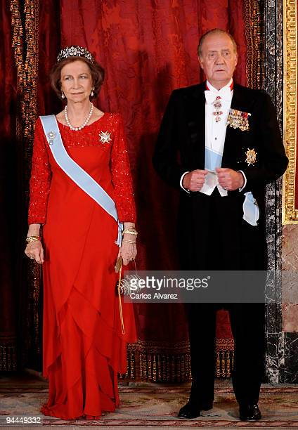 Queen Sofia of Spain and King Juan Carlos of Spain attend a Gala Dinner honouring Vetnam President Nguyen Minh Triet and his wife Tran Thi Kim Chi at...