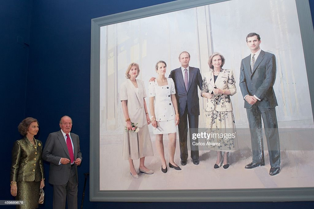 King Juan Carlos and Queen Sofia Inaugurate a Painting Exhibition in Madrid : News Photo