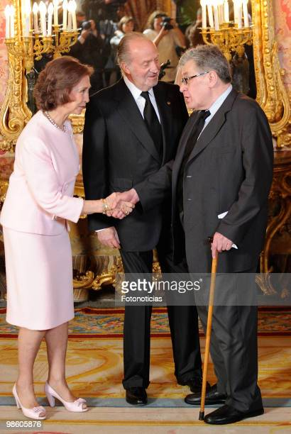 Queen Sofia of Spain and King Juan Carlos of Spain receive Cervantes Literary Award winner Jose Emilio Pacheco Berny at The Royal Palace on April 22...