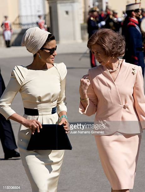 Queen Sofia of Spain bids farewell to Sheikha Mozah Bint Nasser at El Pardo Palace on April 27 2011 in Madrid Spain The Emir of the State of Qatar...
