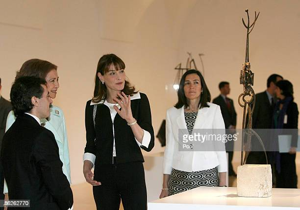 Queen Sofia of Spain Carla BruniSarkozy and Spanish Culture Minister Angeles GonzalezSinde visit Reina Sofia Museum on April 28 2009 in Madrid Spain