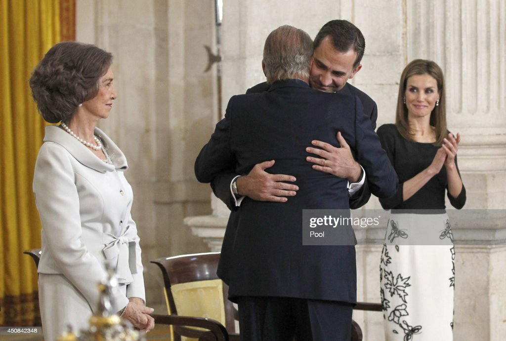 Queen Sofia of Spain, King Juan Carlos of Spain, Prince Felipe of Spain and Princess Letizia of Spain attend the official abdication ceremony at the Royal Palace on June 18, 2014 in Madrid, Spain. King Juan Carlos of Spain's abdication takes effect at midnight local time.