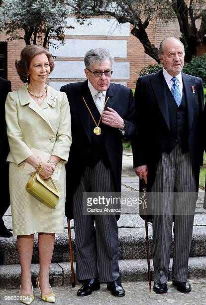 Queen Sofia of Spain Mexican writer Jose Emilio Pacheco and King Juan Carlos of Spain pose for the photographers after the Cervantes Prize ceremony...