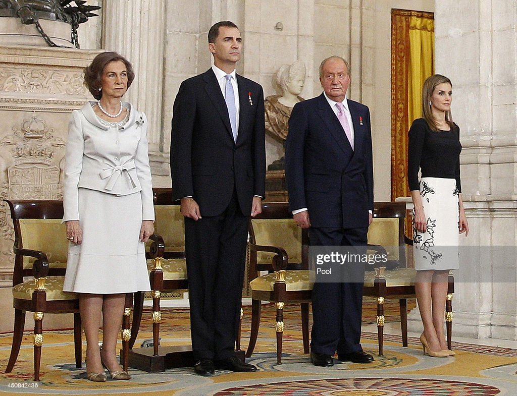 Queen Sofia of Spain, Prince Felipe of Spain, King Juan Carlos of Spain and Princess Letizia of Spain attend the official abdication ceremony at the Royal Palace on June 18, 2014 in Madrid, Spain. King Juan Carlos of Spain's abdication takes effect at midnight local time.