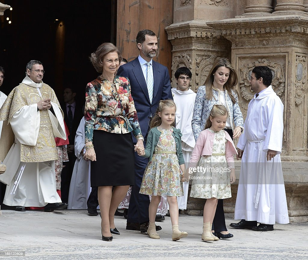 Queen Sofia of Spain, Prince Felipe of Spain, Princess Letizia of Spain and her daughters Princess Leonor (L) and Princess Sofia attend Easter Mass at The Cathedral of Palma de Mallorca on March 31, 2013 in Palma de Mallorca, Spain.