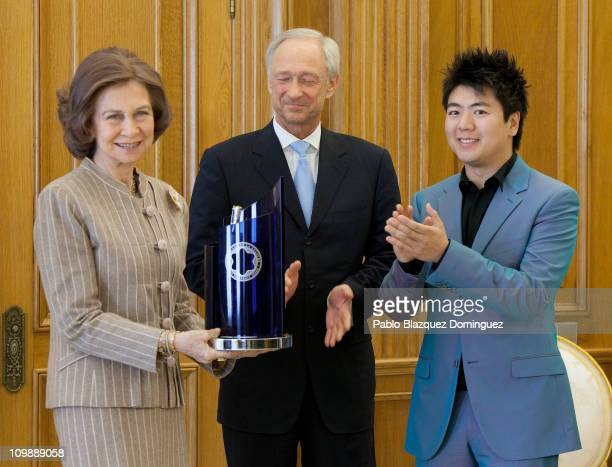 Queen Sofia of Spain receives 'XX Montblanc Culture Award' from Lutz Bethge and pianist Lang Lang at Zarzuela Palace on March 9 2011 in Madrid Spain