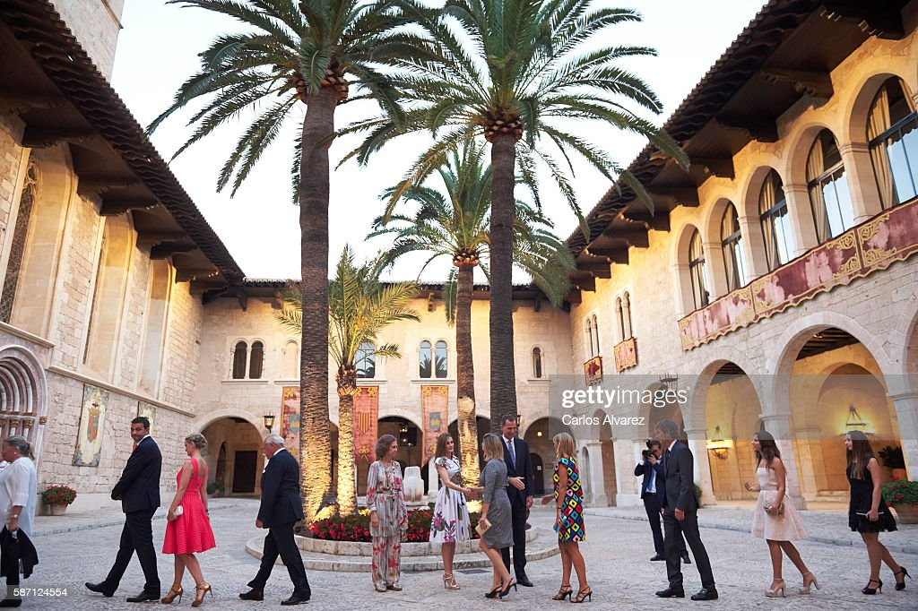 Queen Sofia, Queen Letizia of Spain and King Felipe VI of Spain attend a official reception at the Almudaina Palace on August 7, 2016 in Palma de Mallorca, Spain.