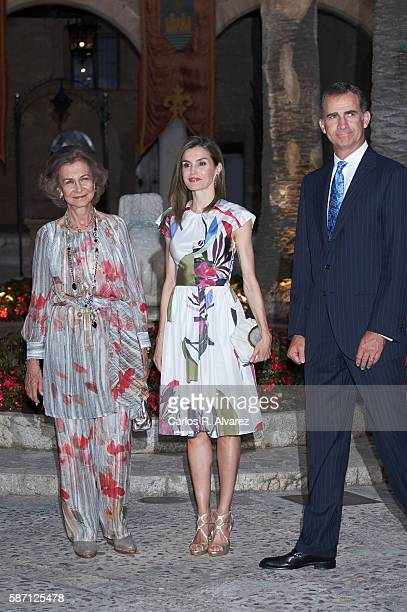 Queen Sofia Queen Letizia of Spain and King Felipe VI of Spain attend a official reception at the Almudaina Palace on August 7 2016 in Palma de...